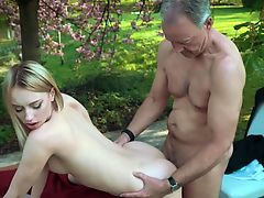 hardcore old+young outdoor blondes cumshot