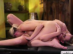 lick babes big tits blondes lesbians