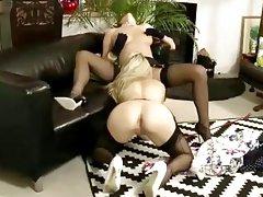 amateur lesbos love pussy