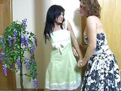 lesbian brunettes kissing