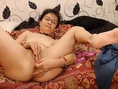 fingering matures skinny granny pussy