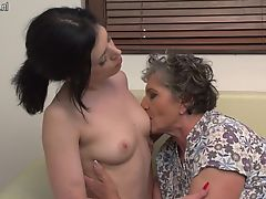 lesbians matures hairy old+young babes