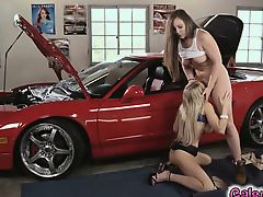 brunette fingering lick blondes lesbians